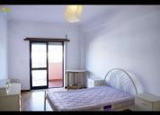 Excelente quarto mobilado em apartamento