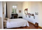 quarto com cama de casal em apartamento