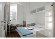 Excelente quarto com cama de casal
