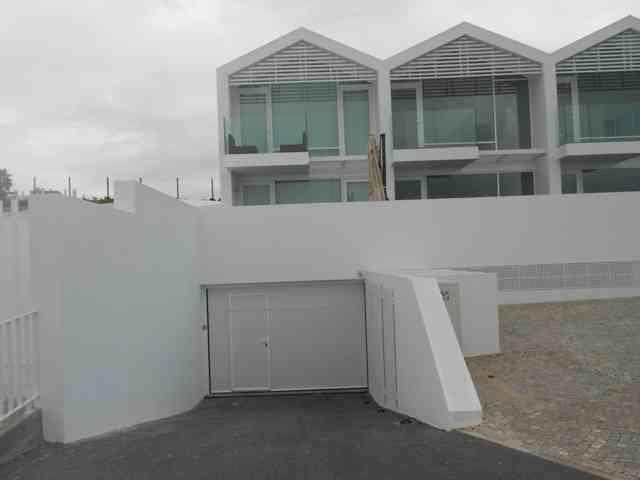Moradia T3 com piscina de alto nível frente ao mar