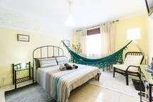 quarto solt(cama de casal) com frigo, tv de ponta, wifi.