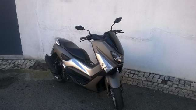 Excelente yamaha n-max 125 abs