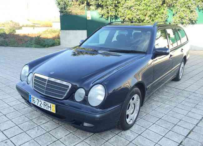 Mercedes-Benz E 200 Kompressor 7Lug. 1500€