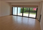 arrenda t2 no scala com varanda e jardim privativo 137 m² m2