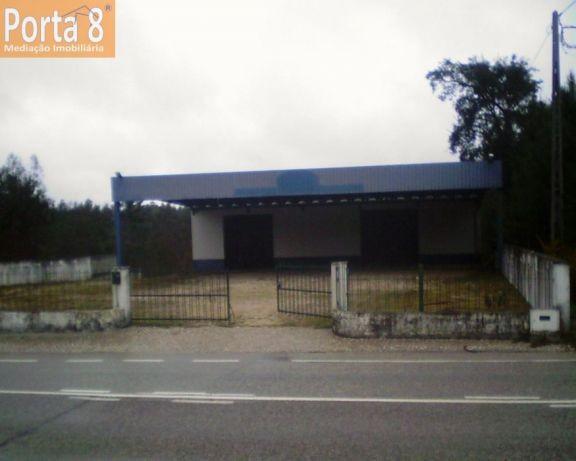 Pavilhao com 644 m2 em terreno com 3000 m2 en Pombal