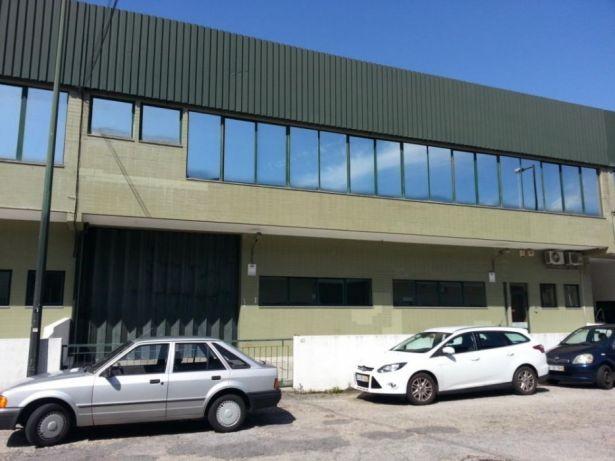 Armazem Z Ind Lages Canelas Junto ao acesso a A29 636 m2