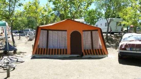 Atrelado tenda muito estimado.